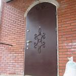 Дверь в подвал