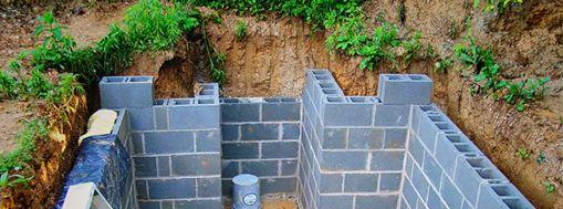 На фото - строительство подвала из керамзитобетонных блоков
