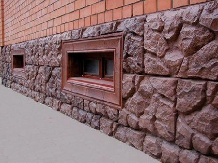 Нижнюю часть стен необходимо защитить от различных воздействий