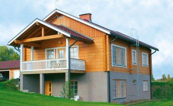 Одноэтажный дом с цоколем на склоне