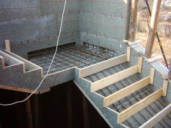 Металлическая лестница в погреб своими руками 189