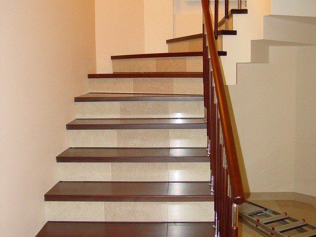 Отделка лестницы в доме фото
