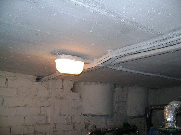 Потолочное размещение светильника