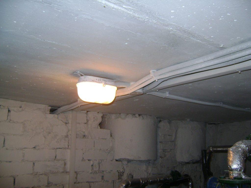 Освещение в подвале: видео-инструкция по монтажу своими руками, особенности электропроводки, светильников для подвального помеще
