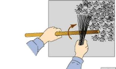 Схематически показана работа при помощи веника. Зернистость такой штукатурки напрямую зависит от густоты смеси и от силы удара.