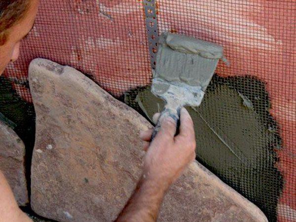 Kako postaviti temelj s kamniti kamni