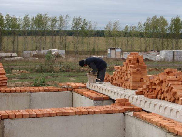 Как построить дом из кирпича своими руками