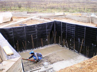 Заливка пола цокольного этажа бетоном