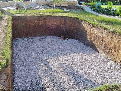 Завершаем работы гравийно-песчаной подсыпкой.
