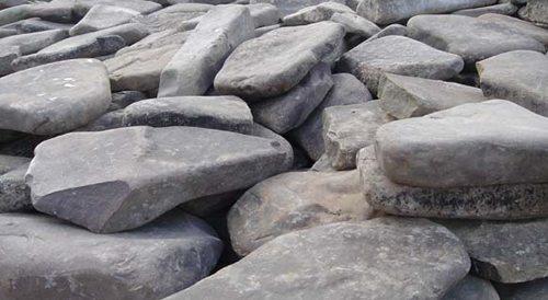 А камень для отделки цоколя вы можете найти даже на соседнем пляже
