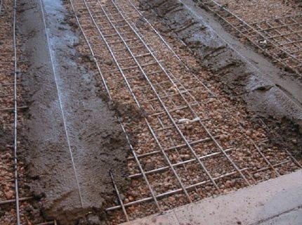 Армирующая конструкция для заливки бетона