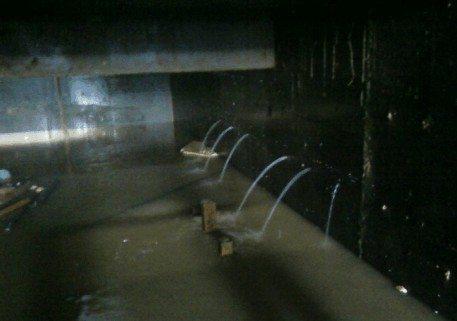 Дефекты при изготовлении гидроизоляции могут привести не только к повышенной влажности, но и к прямому контакту с водой в результате затопления