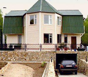 Фото дома с гаражом в цоколе