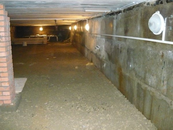 Фото размещения светильников в большом подвале