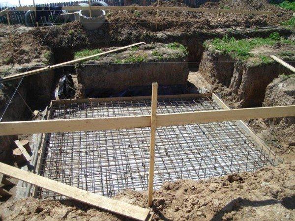 Фото: строительство дома начинаем с устройства подвала