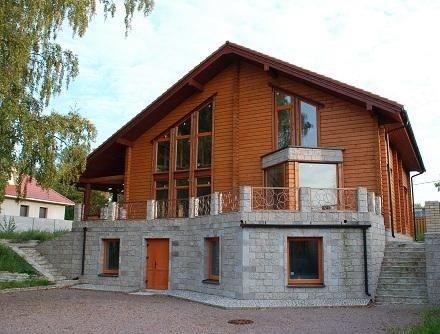Готовые проекты деревянных домов с цокольным этажом в виде террасы