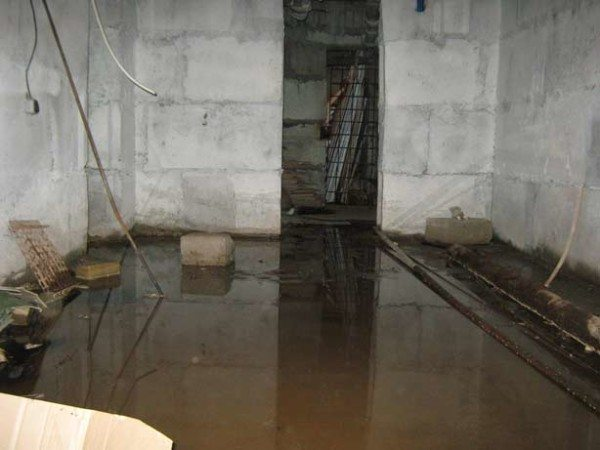 Грунтовые воды - основная проблема подвалов.