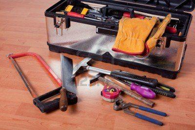 Инструменты для утепления стен погреба пенопластом.