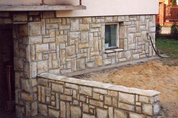 Искусственный каменный цоколь