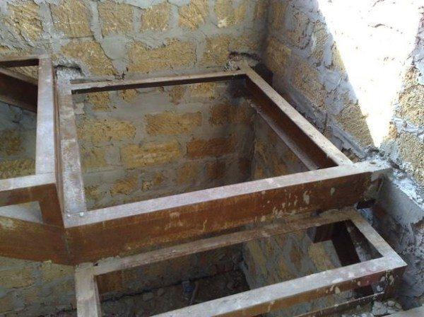 Как построить лестницу в подвал из металла