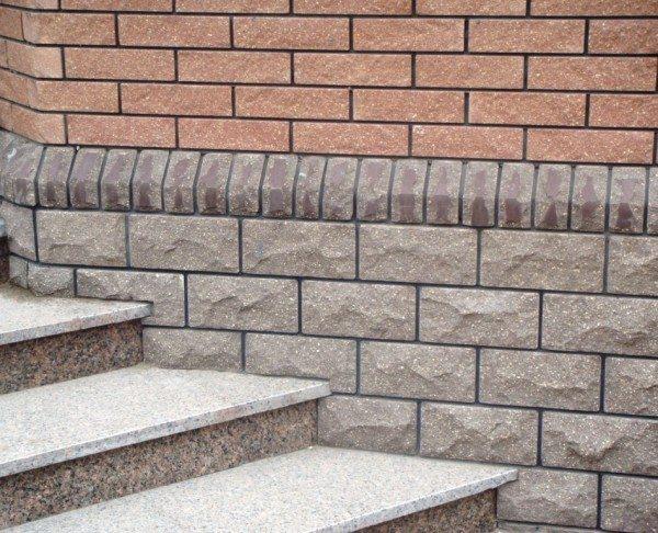 Камень с правильными пропорциями обычно расшивают, используя для этого специальные материалы