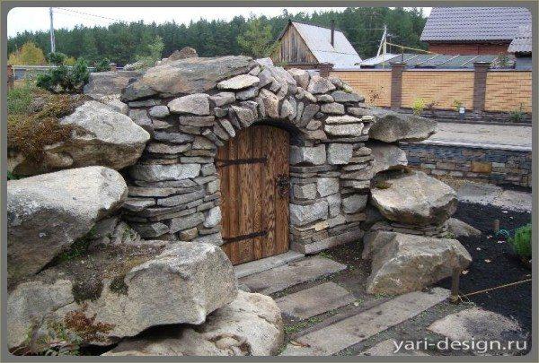 Каменная постройка