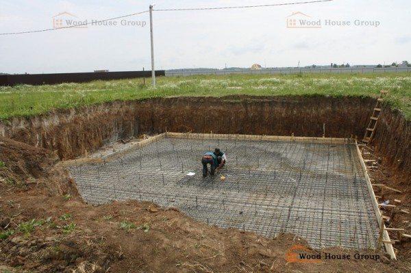 Котлован и бетонирование основания