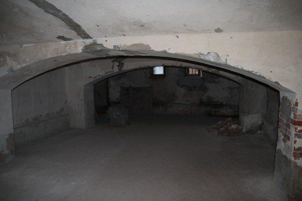 Любительское фото подвала, где в качестве усиления используются арки