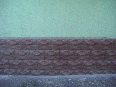 Любительское фото цоколя, который отделали плиткой
