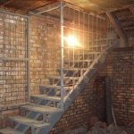 Металлическая лестница в погреб