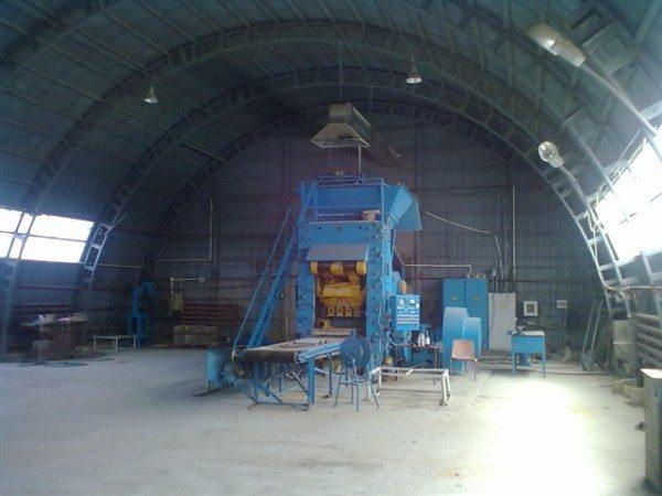 Мини-завод, производящий гиперпрессованный кирпич.