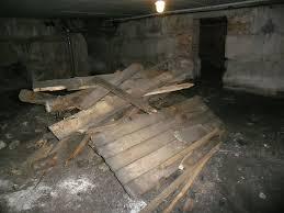 Мусор даже в сыром подвале может стать причиной пожара, поэтому данные помещения необходимо содержать в чистоте и поддерживать их эксплуатационные качества