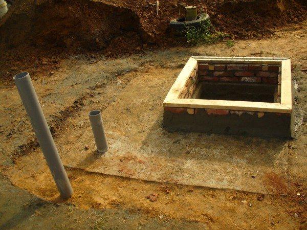 На фото - бетонное перекрытие погреба с лазом