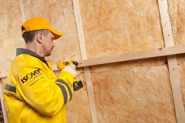 На фото - деревянная обрешетка для монтажа минеральной ваты