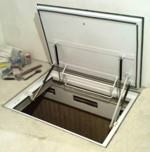 На фото – стальная крышка в подвальное помещение