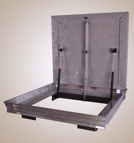 На фото показан пример крепления газовых амортизаторов