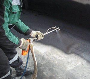 Нанесение жидкой резины при помощи распылителя