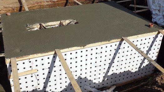 Несъемная опалубка позволяет получить прочную конструкцию с готовым утеплением.