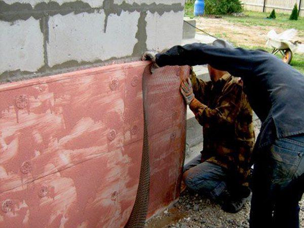 Облицовка цоколя, крепление армированной сетки к стене.
