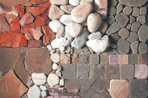 Отделка цоколя дома камнем – это ещё и творческий процесс; пусть на фото фантазия немного зашкалила, но сам факт очень показателен