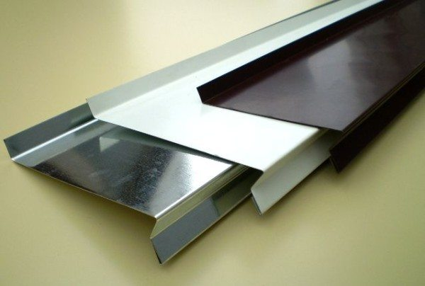 Отливы из металла имеют специальный профиль для лучшей защиты и выполняются в самых различных цветах