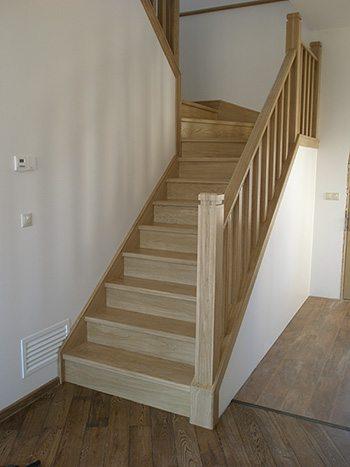Подвальные лестницы из дерева