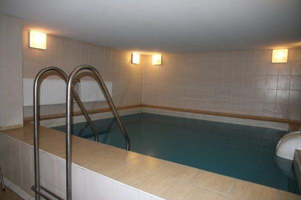 Подземный бассейн