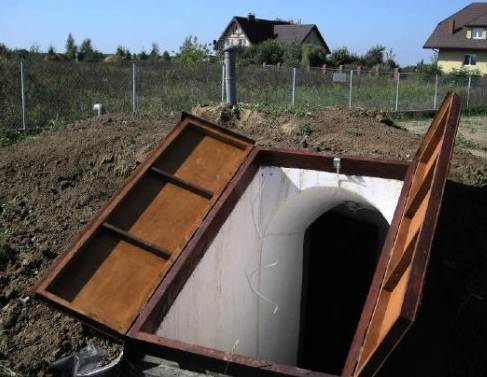 Подземный погреб, наружная часть.
