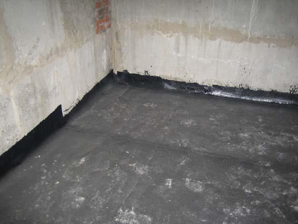 Пол, залитый бетоном в подвале