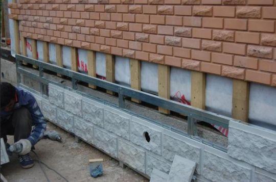 Полимерпесчаная плитка – отличный вариант облицовки фасада или цоколя.