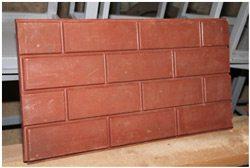 Полимерпесчаная плитка с имитацией кирпичной кладки.