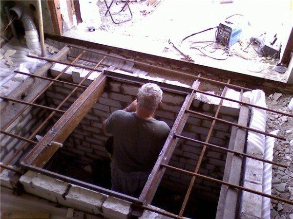 Построенный подвал в гараже