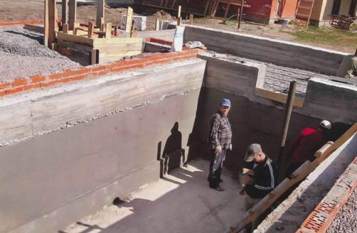 При желании можно построить подвал в доме своими руками.