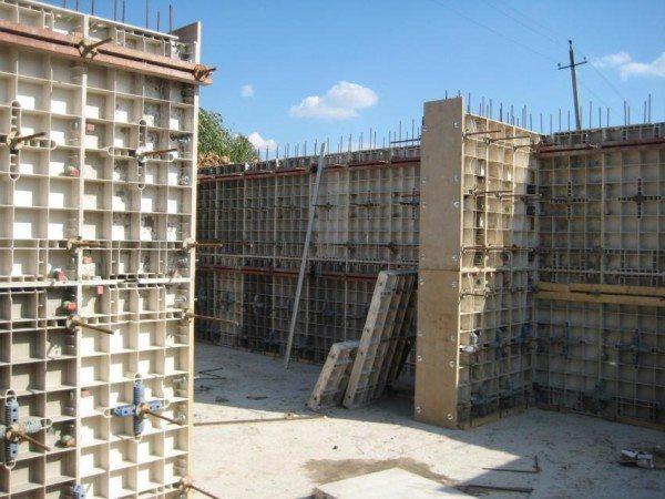 Процесс строительства цокольного этажа